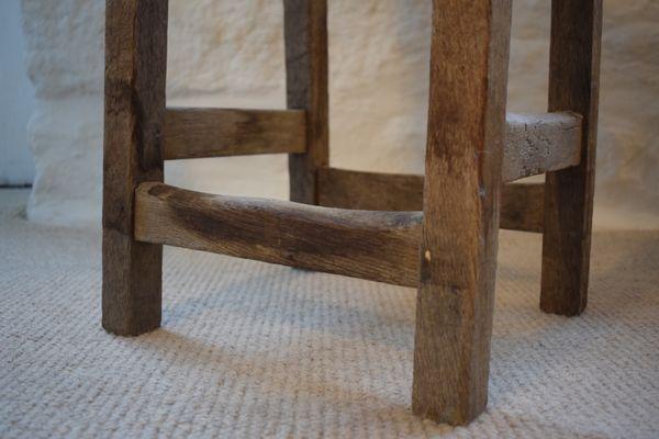 Sgabello da laboratorio industriale antico in pino in vendita su pamono