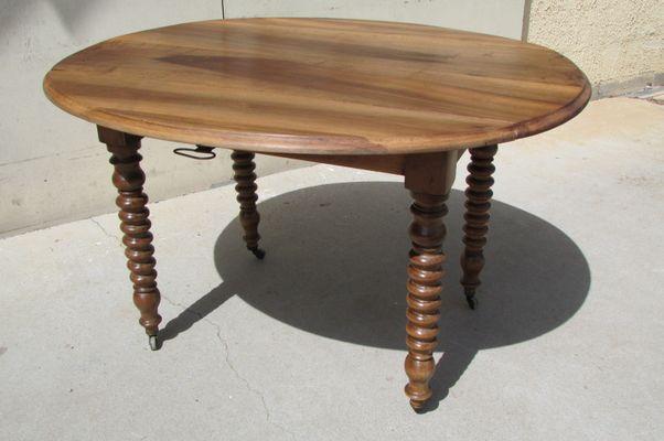 Tavolo allungabile in legno di noce, XIX secolo