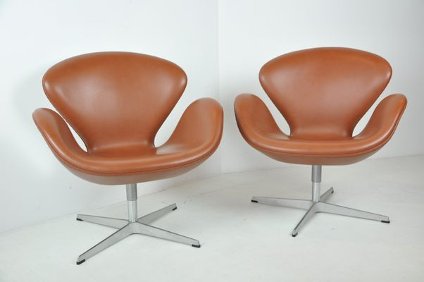 Admirable Swan Swivel Chairs By Arne Jacobsen For Fritz Hansen 1960S Set Of 2 Bralicious Painted Fabric Chair Ideas Braliciousco