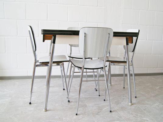 Tavolo da cucina vintage in formica con quattro sedie, anni \'60 in ...