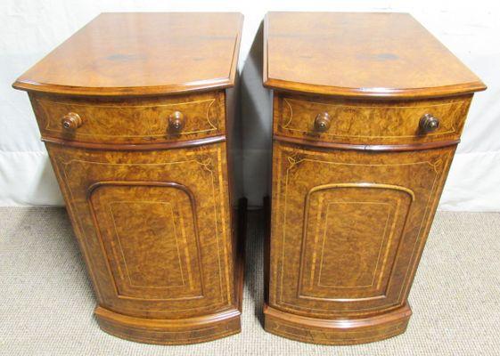 Comodini vittoriani in legno di noce intarsiato, fine XIX secolo ...