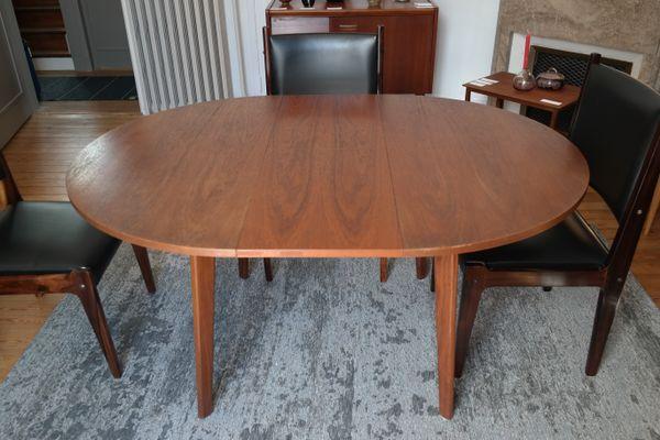 Mesa de comedor vintage redonda en venta en Pamono