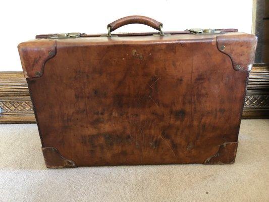 30615329e Maleta inglesa vintage de cuero, años 40 en venta en Pamono