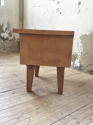 Petite Table De Chevet Vintage En Bois