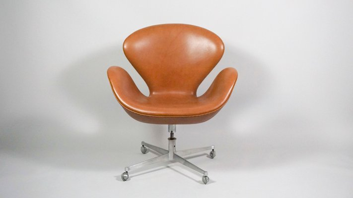 Swell Swan Swivel Chair By Arne Jacobsen For Fritz Hansen 1960S Bralicious Painted Fabric Chair Ideas Braliciousco