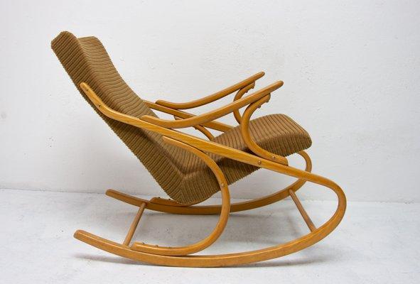 Sedia a dondolo Mid Century in legno curvato di TON, anni '60