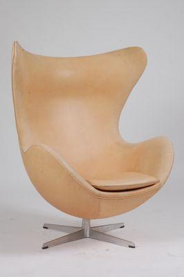 Mid Century Danish Aniline Leather Lounge Egg Chair from Fritz Hansen, 1963