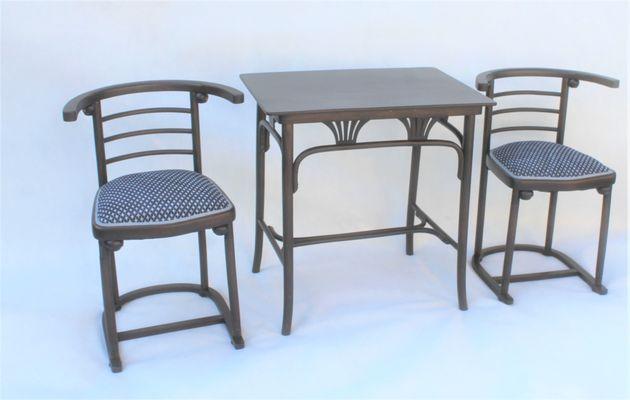 Merveilleux Table De Salle à Manger Et 2 Chaises Antiques En Hêtre Par Josef Hoffmann  Pour Mundus
