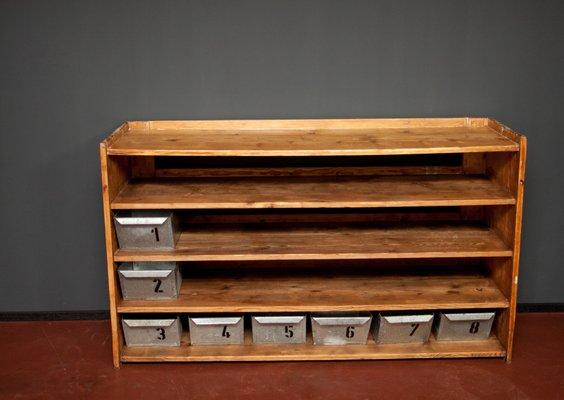 Mobiletto da cucina con otto scomparti in metallo, anni \'30