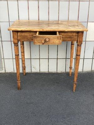 Mesa de comedor antigua de madera en venta en Pamono