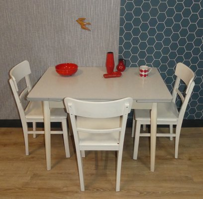 Superbe Mid Century Wood And Formica Dining Table, 1950s