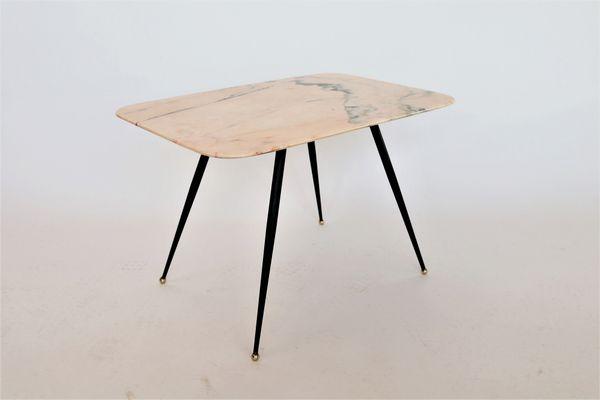 Tavolo Da Cucina Con Piano In Marmo Anni 50.Tavolino Da Caffe Mid Century In Marmo Rosa Italia Anni 50