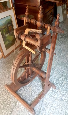 Vintage Walnut Spinning Wheel