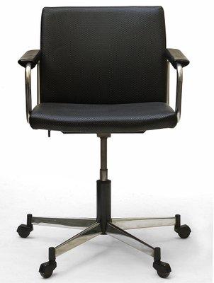 Sedia Girevole Plastica.Sedia Girevole In Metallo Cromato E Plastica Di Stoll Giroflex Anni 60
