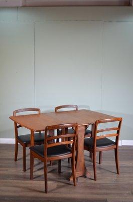 Tavolo da pranzo in similpelle e teak con quattro sedie di G-Plan, anni \'60