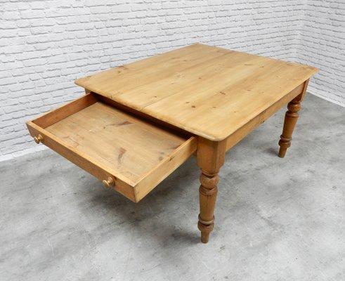 Tavolo da cucina antico in pino