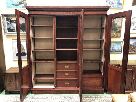 Delicieux Antique Mahogany Library Cabinet