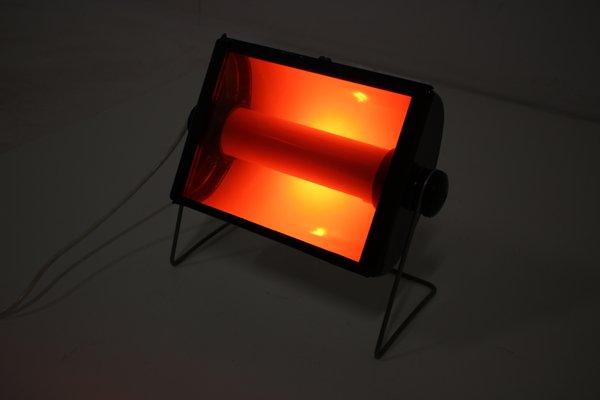 Lámpara de cuarto oscuro Mid-Century de vidrio rojo y metal, años 60