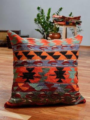 housse de coussin kilim d exterieur en laine coloree par zencef