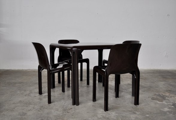 Italian Plastic Selene Dining Table Chairs Set By Vico Magistretti For Artemide 1960s