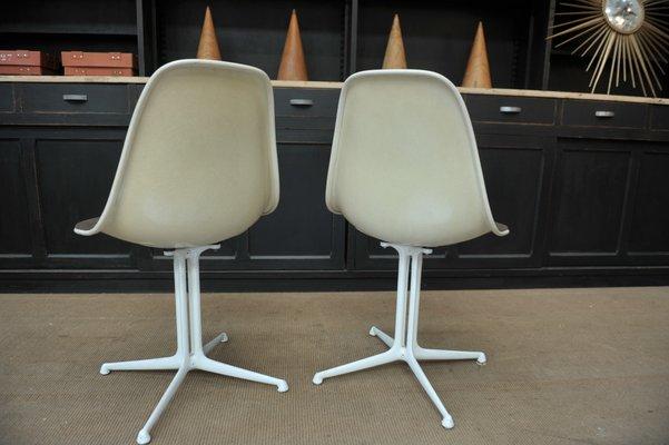 Set da 2 Sedia bianca di design moderno stile eames in legno plastica e metallo per ufficio
