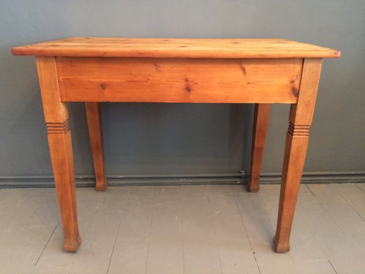 Mesa de comedor antigua de madera