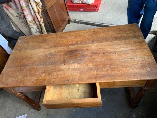 Mesa de comedor rústica antigua pequeña