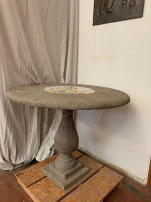 Vendo Tavolo Da Giardino.Tavolo Da Giardino Antico In Pietra Con Medaglione Centrale In