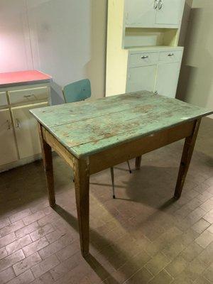 Tavolo da pranzo vintage in legno di abete, Italia