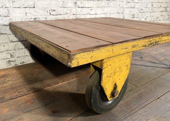 Carrello industriale vintage giallo, anni '60 in vendita su