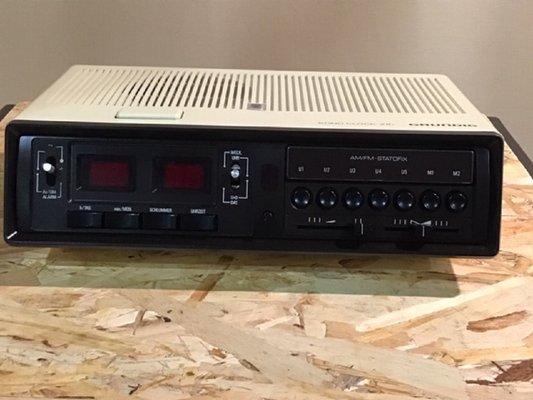 GRUNDIG SONOCLOCK 100  SPACE AGE ALARM CLOCK FM RADIO DESIGNED IN GERMANY 220v