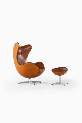 Model 3316 Egg Chair And Model 3127 Stool Set By Arne Jacobsen For Fritz Hansen 1967 For Sale At Pamono