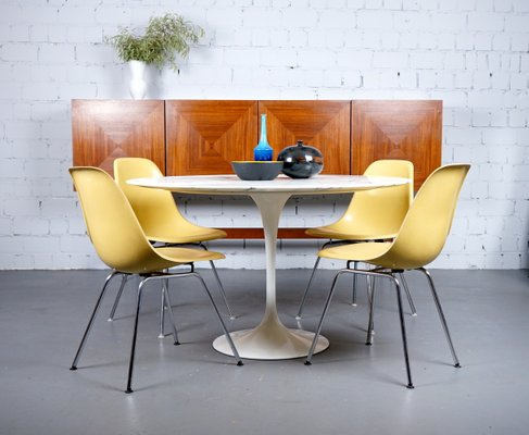 Mid Century Model Arabescato Tulip Dining Table by Eero Saarinen for Knoll Inc.Knoll International