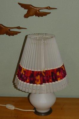 Lampada Da Tavolo Mid Century Con Fiori In Vetro Opalino Anni 60 In Vendita Su Pamono