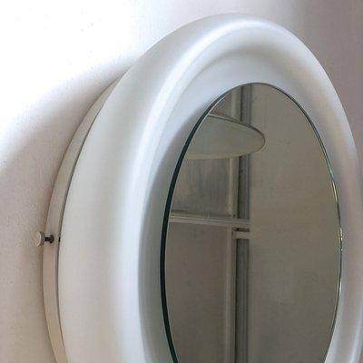 Italienischer Spiegel mit Rahmen aus gebogenem Opalglas von Fontana Arte, 1970er