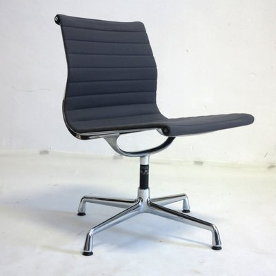 Chaise Pivotante Vintage Noire Par Charles U0026 Ray Eames Pour Vitra 1