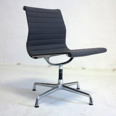 Schwarzer Vintage Drehstuhl von Charles & Ray Eames für Vitra bei ...