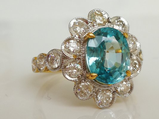 Ring 18kt Blue Zirkon in Weißgold von Cambodia 3.3k and Diamonds