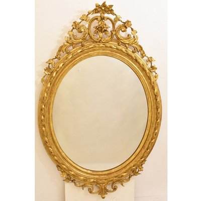19th Century Golden Oval Wall Mirror With Gold Leaf Frame En Vente Sur Pamono