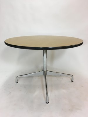 Tavolo da pranzo rotondo vintage di Charles & Ray Eames per Vitra in ...