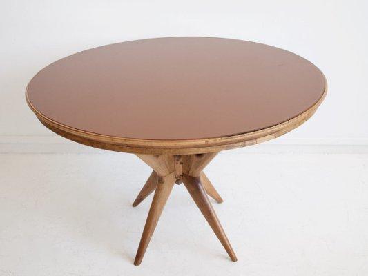 Runder italienischer Tisch aus Nussholz mit Glasplatte, 1950er
