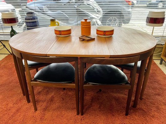 Mid Century Danish Roundette Dining Table Chairs Set By Hans Olsen For Frem Rojle 1960s Set Of 7 For Sale At Pamono