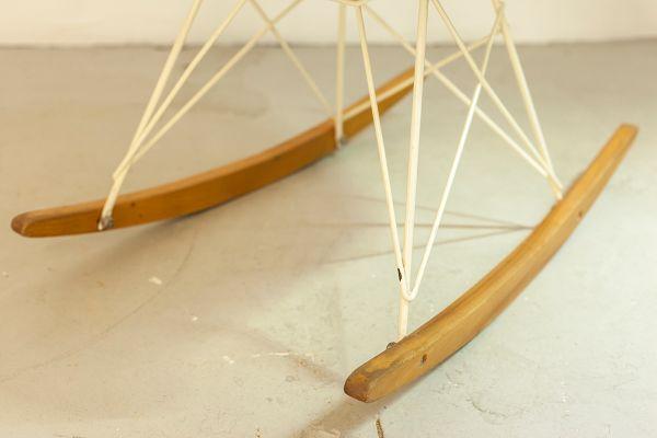 Sedia A Dondolo Rar Eames : Sedia a dondolo rar di charles & ray eames per herman miller 1968