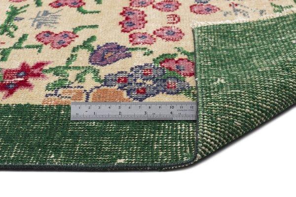 tapis turc vintage vert et beige motifs floraux 2 - Tapis Turc