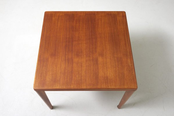 Mid Century Small Square Dining Table By Henning Kjaernulf For Vejle Mobelfabrik Bei Pamono Kaufen