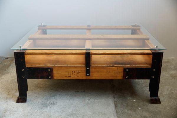 table basse palette industrielle avec dessus en verre 1