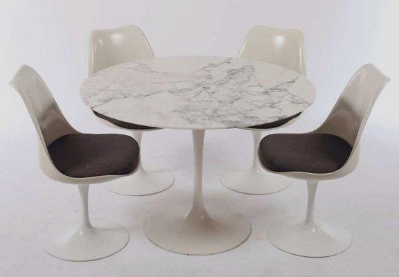 Tavolo da pranzo tulip vintage con ripiano in marmo e sedie