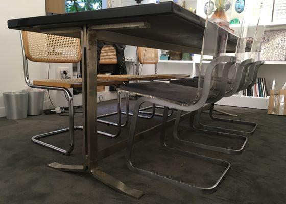 Tavolo da pranzo in legno dipinto di Forma Nova