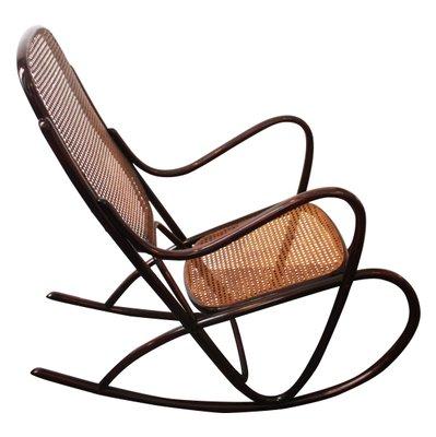 Sedia A Dondolo Inventore.Sedia A Dondolo Nr 7091 Vintage Di Thonet In Vendita Su Pamono