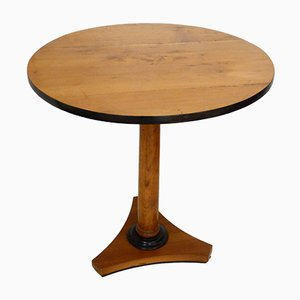 Round Pedestal Table with Column Foot